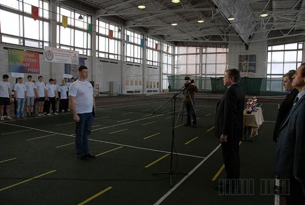 Исполнительный директор Президентского центра Ельцина Александр Дроздов открывает турнир