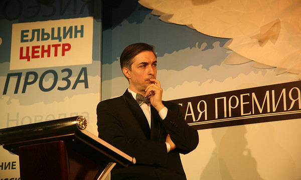 Ведущий церемонии Ровшан Аскеров. Фото Александра С. Курбатова